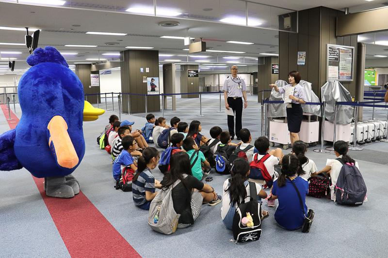 東京入国管理局へ移動して出入国管理の役割を学ぶ