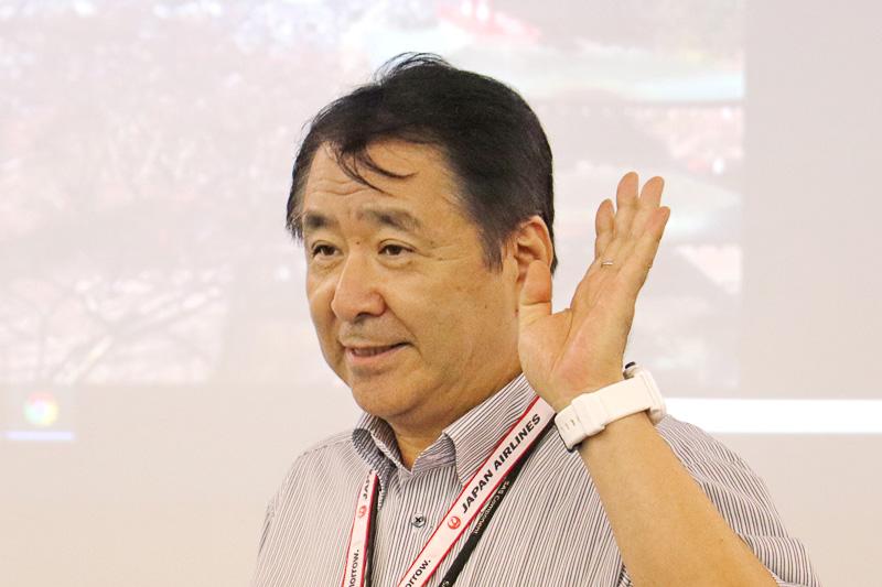 JALエンジニアリングの品川氏がスライドを使って説明