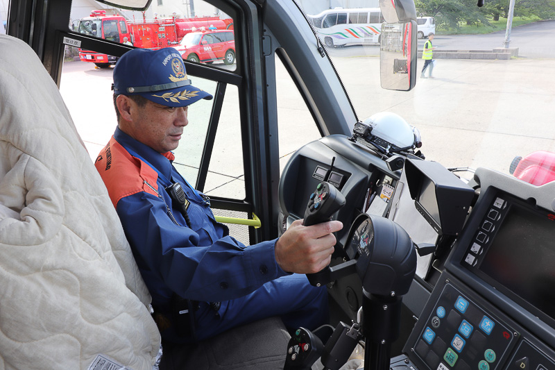 放水銃は運転席のハンドルで操作
