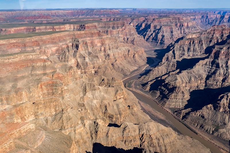 コロラド川沿いのグランド・キャニオン。雄大な風景に圧倒される