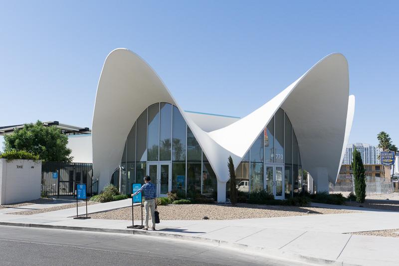 ラ・コンチャというモーテルの受付施設をそのまま使っている、特徴的なネオン・ミュージアム受付。ショップも併設されている
