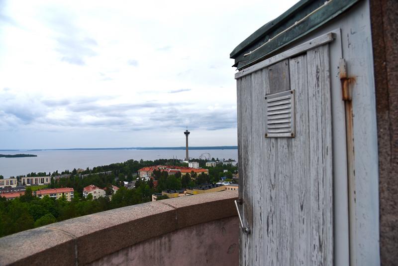 屋上からの風景。街や森との距離が近いので恐怖心もなく、のんびりできる