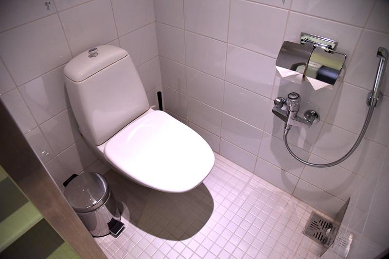 バスルームにはアラビア製のトイレを設置