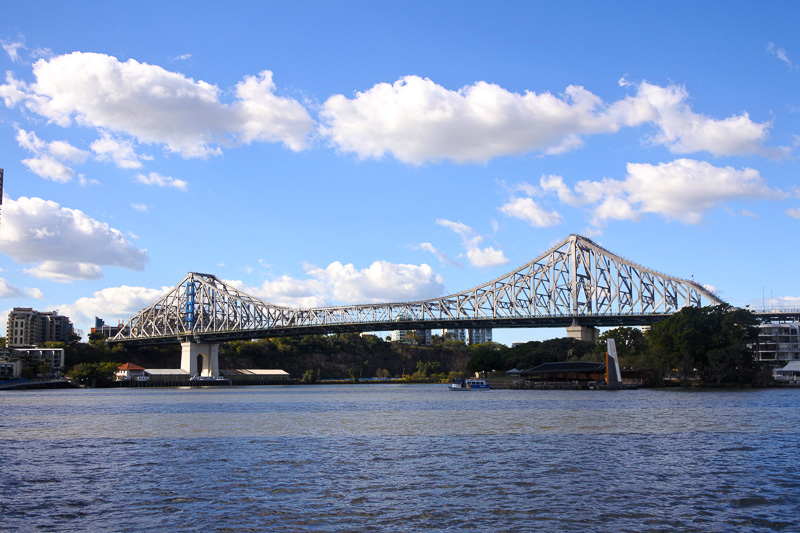 ブリスベン川にかかる全長1072mの「ストーリー・ブリッジ」