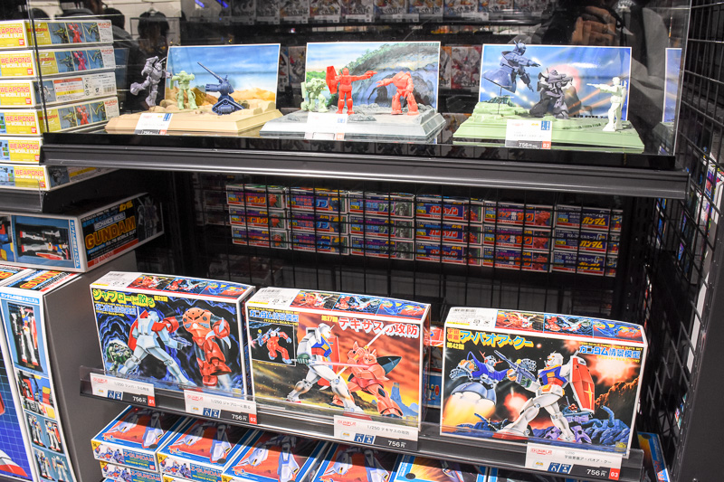 ファーストガンダムのワンシーンを再現できる「ガンダム情景模型」シリーズ。見たところ品薄だが、もちろん購入できる