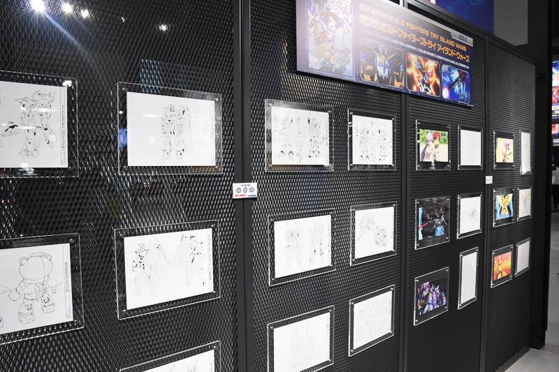 ビルドファイターズ、ビルドファイターズトライの設定画などを展示している(普段は撮影禁止)