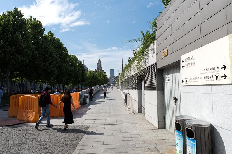 信号台すぐ側の遊歩道への入り口