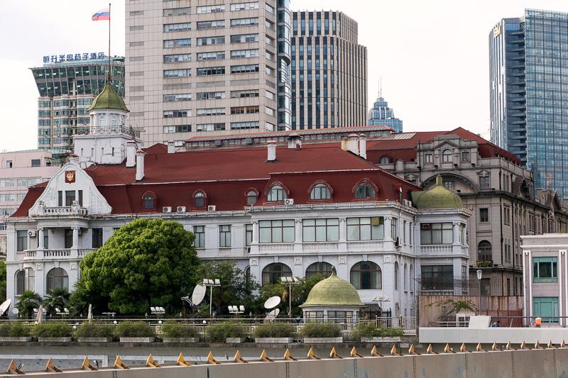 ロシア領事館。1916年建設。窓枠などの繊細な造形が印象的だ