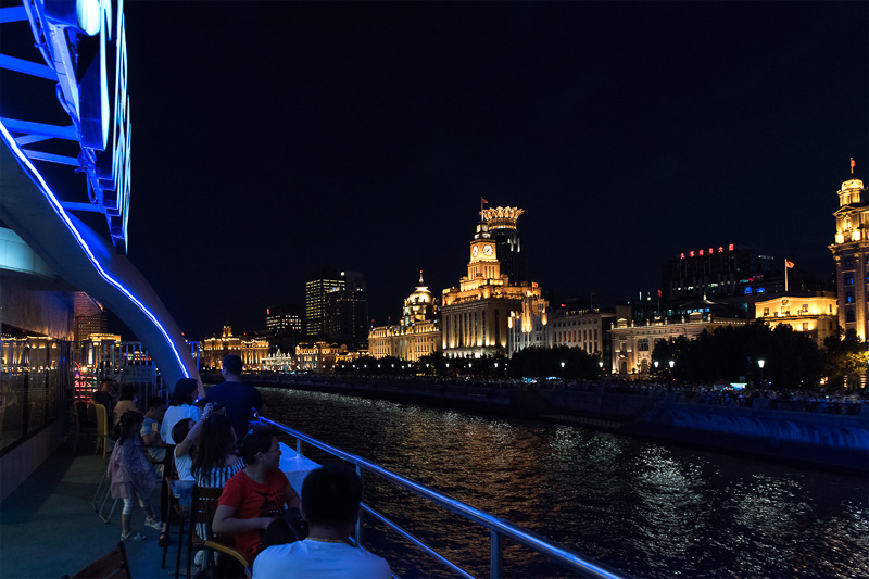 川沿いにライトアップされた洋館が並ぶ様子は壮観だ