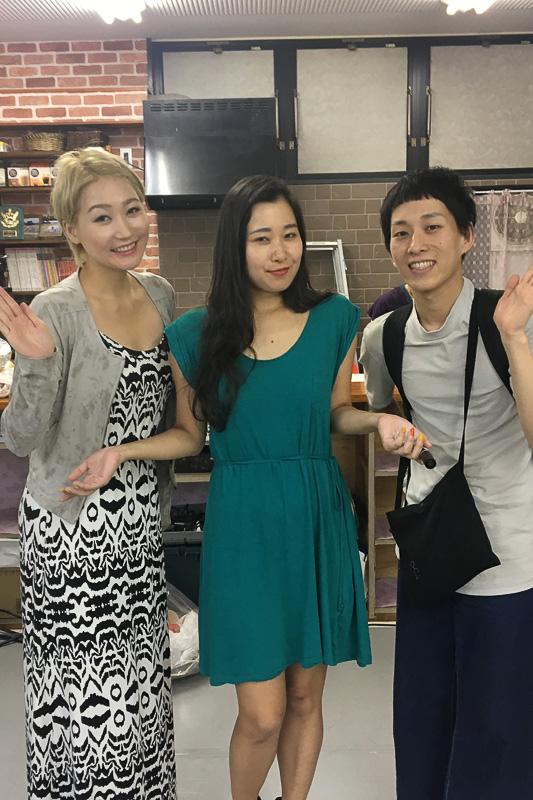 今回は山口県宇部市への旅。写真左から筆者、大塚茉莉子、紬リュウの3ショット