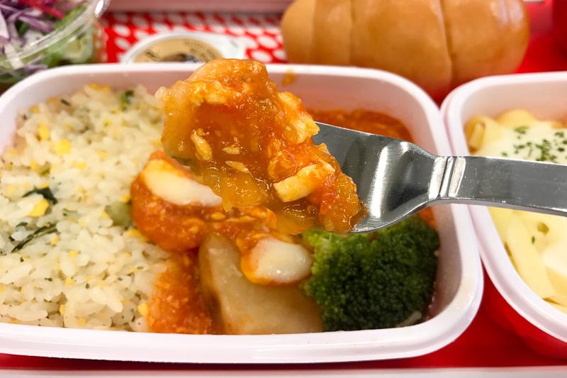 中華のメインディッシュ「マイルドエビチリ 翡翠ライス添え」は子供でも食べられるマイルドな辛さ。後味がしつこくないのも特徴