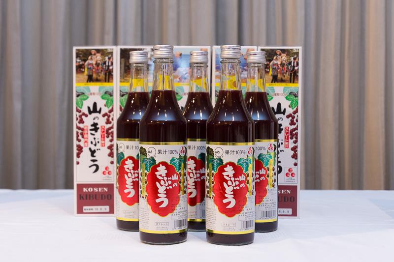 料理に使われている佐幸本店株式会社「山のきぶどうジュース」