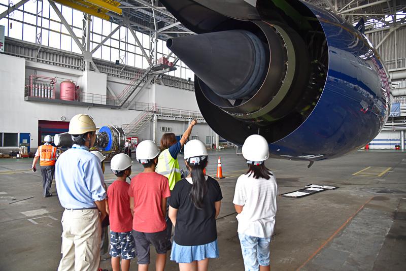 ロールスロイス製の「Trent XWB(エクストラ・ワイド・ボディ)」エンジンの大きさと価格に圧倒