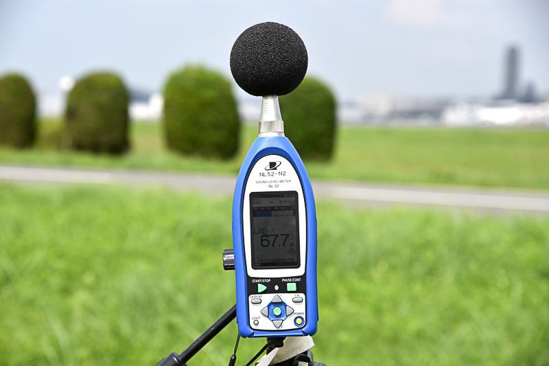 実際の業務でも使用されている測定器で音を採取する