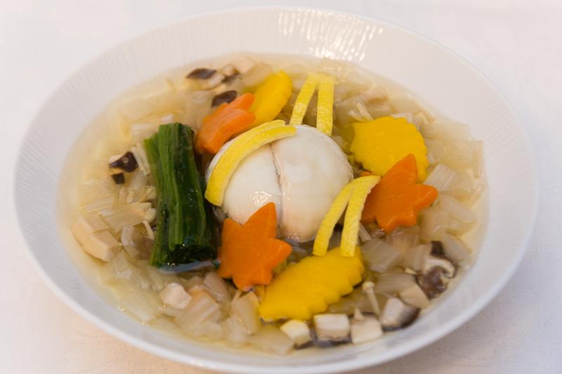明石鯛五穀饅頭 淡路産玉葱ときのこスープ煮