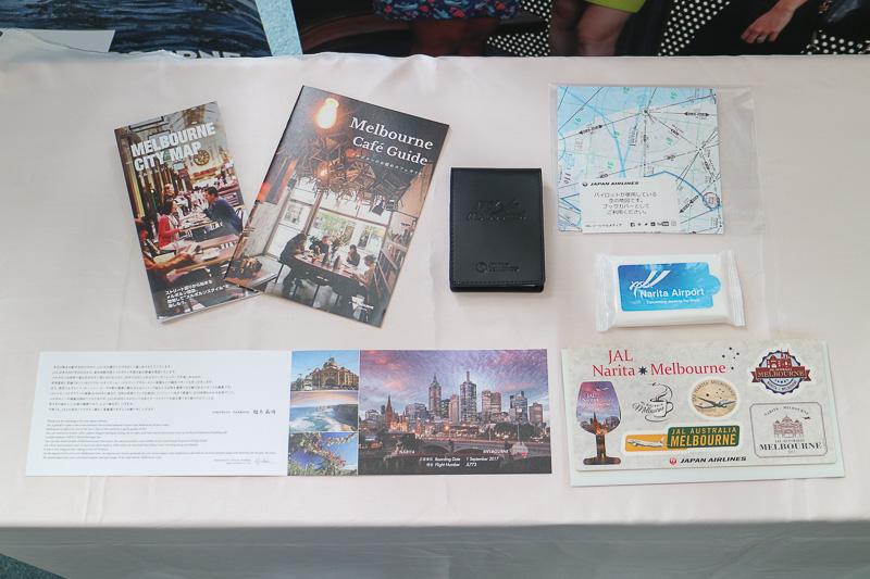 乗客にはメルボルンのカフェガイドや地図、メモ帳、搭乗証明書などの記念品をプレゼント