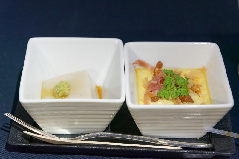 先付の「胡麻豆腐 山葵のせ」と「ジャガイモとジロール茸」のキッシュ