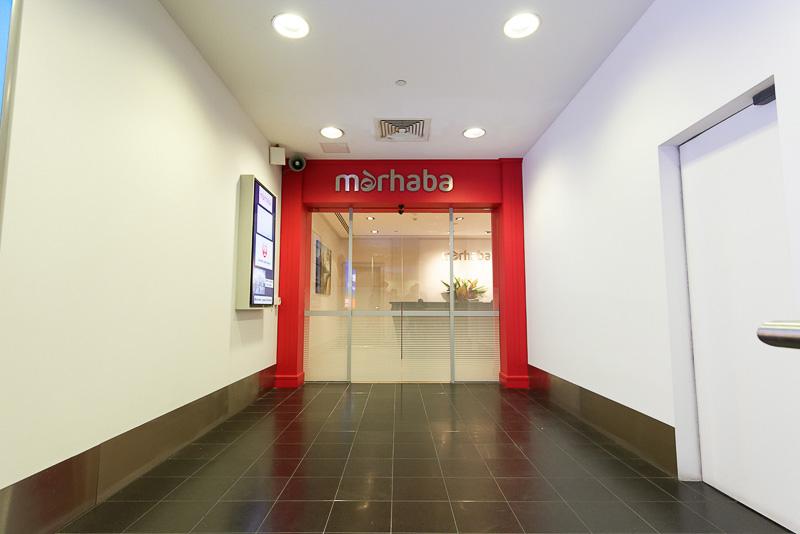 メルボルン・タラマリン空港に新設された「Marhaba Lounge(マルハバ ラウンジ)」の入口