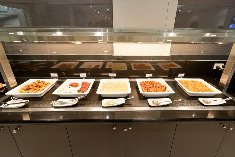 和食風のメニューは少なく、日本らしいものといえばカレーがあるとのこと