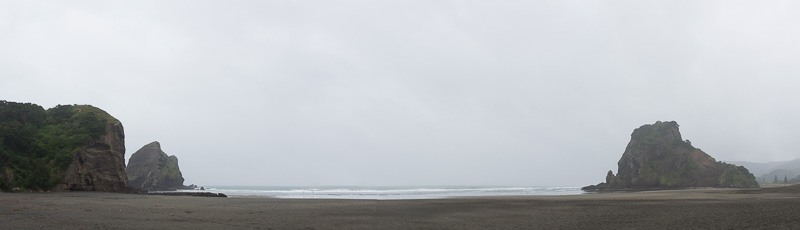 オークランド西岸の撮影スポット「ライオン・ロック」(この日は天気がいまひとつだが)