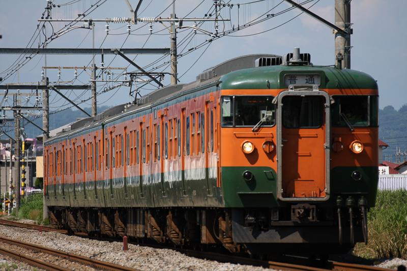 「かぼちゃ電車」の愛称を持つ湘南色の115系電車