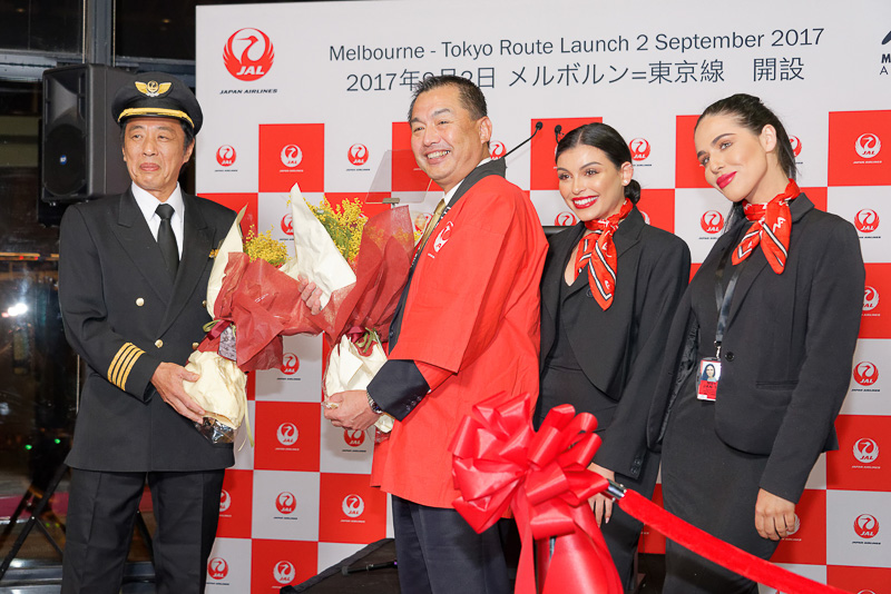 JALは成田~オーストラリア・メルボルン線就航記念セレモニーを、成田空港に続いてメルボルン空港でも実施した