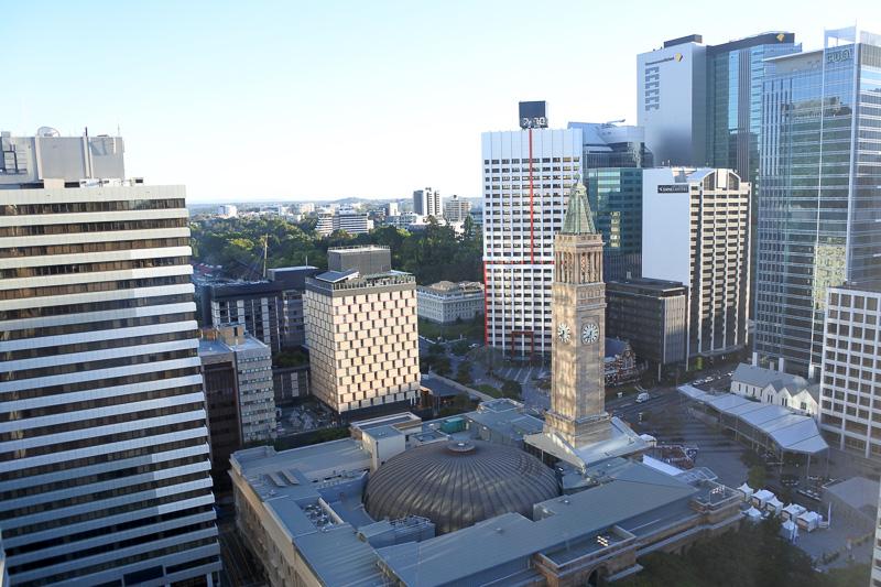 窓からは「シティー・ホール&キング・ジョージ広場」を眺めることができる