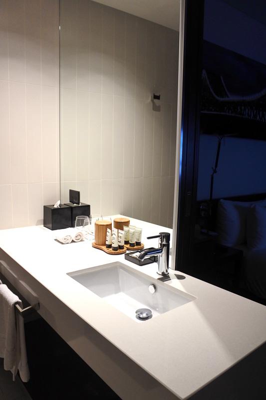 洗面台もすっきりコンパクトで使い勝手がよい