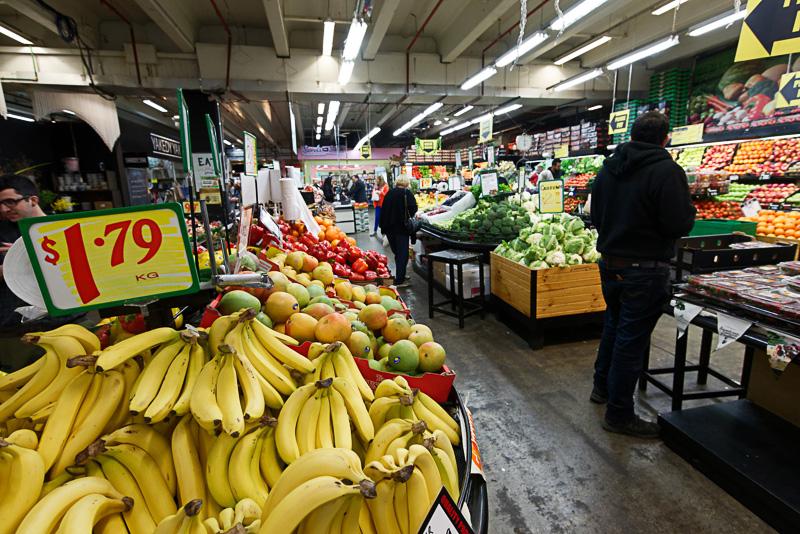 野菜は特に安価で、ほとんどがkg単位で販売されている