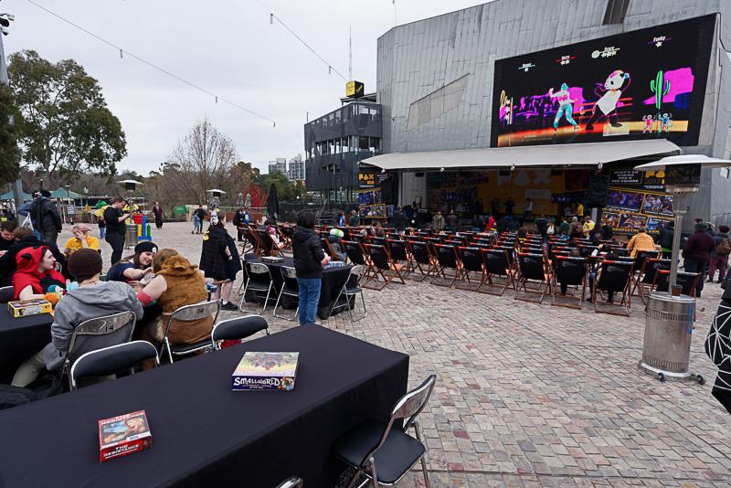 フェデレーション・スクエアでは「PAX」というゲームフェスティバルが開催中だった