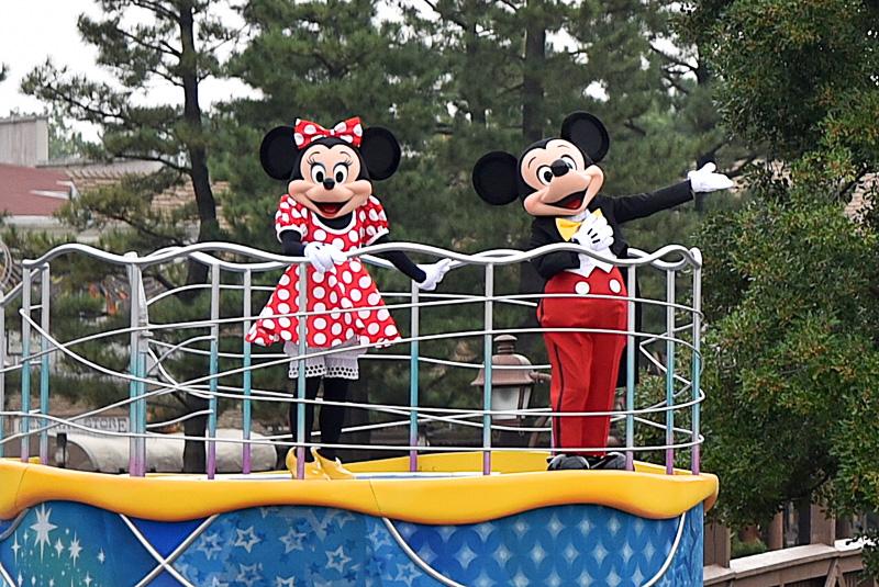 ミッキーマウスが挨拶し、セレモニーに集まってくれたことを感謝した