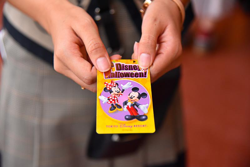 9月7日には仮装でパークで訪れたゲストにスペシャルなカードをプレゼントしていた。仮装した際はキャストに声を掛けるのを忘れずに