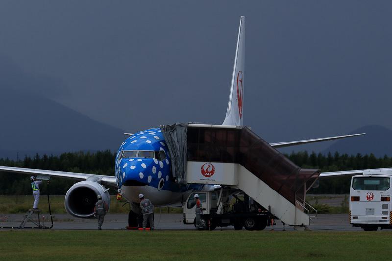 新ジンベジェットは新千歳空港へ到着後、57番の駐機スポットへ