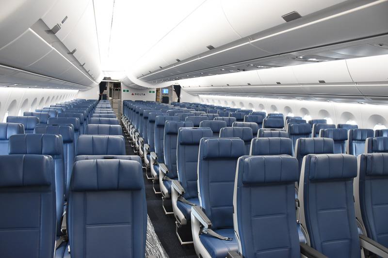 226席あるエコノミークラスシート