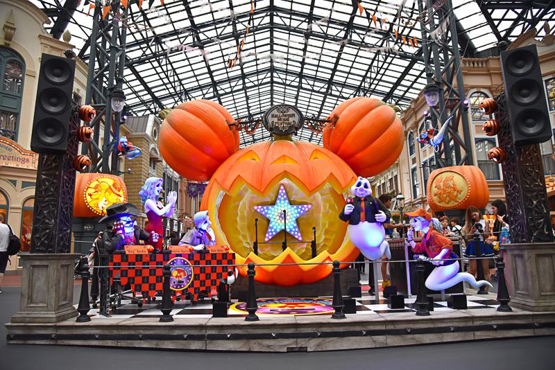 巨大なかぼちゃステージに入りアーティスト気分でとっておきの1枚が撮影できる