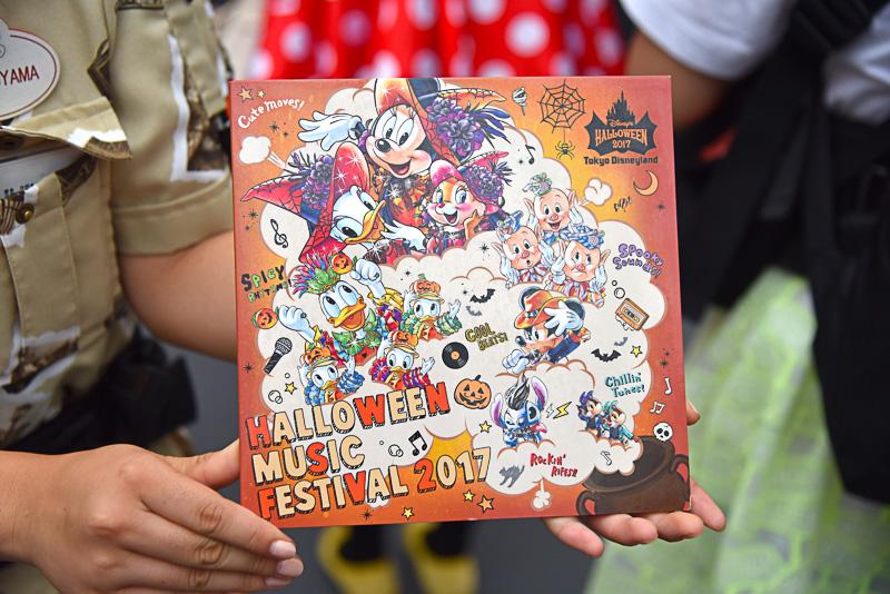 「ディズニースナップフォト」(オリジナル3面台紙付き、1セット1540円)でアーティスト風の写真を手に入れよう
