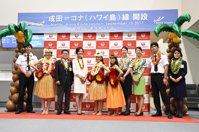 JAL 成田~コナ線の初便を62番ゲート前で祝った
