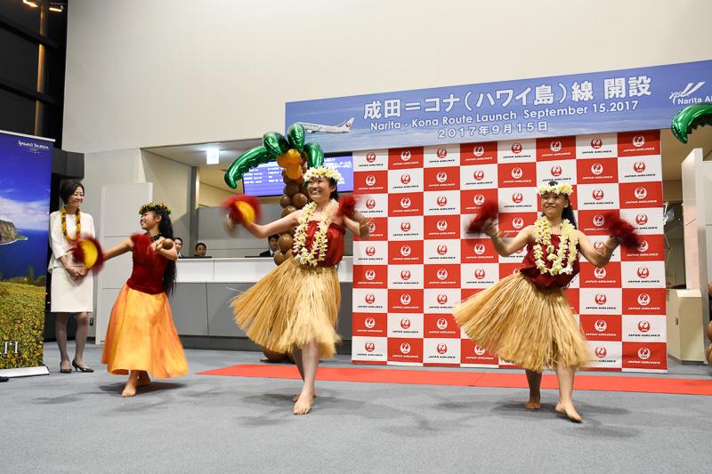 木村朱里さん、三瓶奈津子さんも加わって、ウリウリを使った激しい動きのフラを見せた