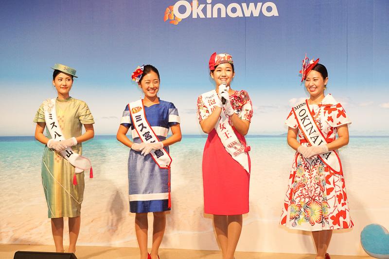 ステージ上に揃った八重山、宮古島、泡盛、沖縄のミス