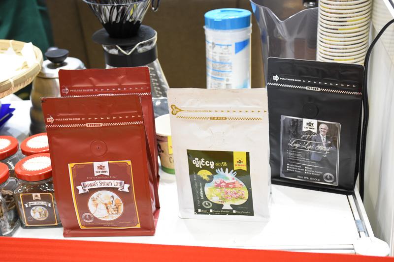 ブースの奥でミャンマーコーヒーの試飲ができる。ミャンマーはアラビカ豆の産地でもある