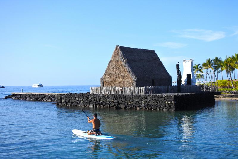 カメハメハ大王に思いを馳せながら「アフエナ・ヘイアウ」を眺めた。ハワイの農耕の神「ロノ」が祀られている