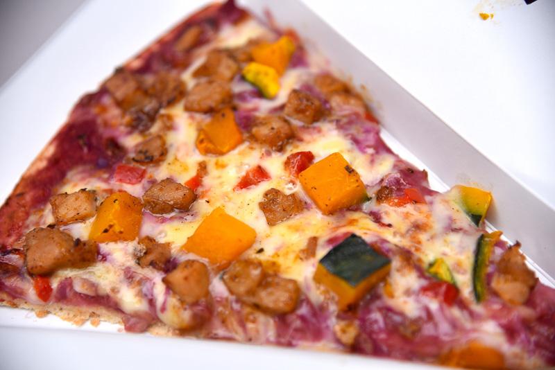 チーズがほどよくとろけており、甘めのかぼちゃと肉厚テリヤキチキンに絡んで至福の味わいに