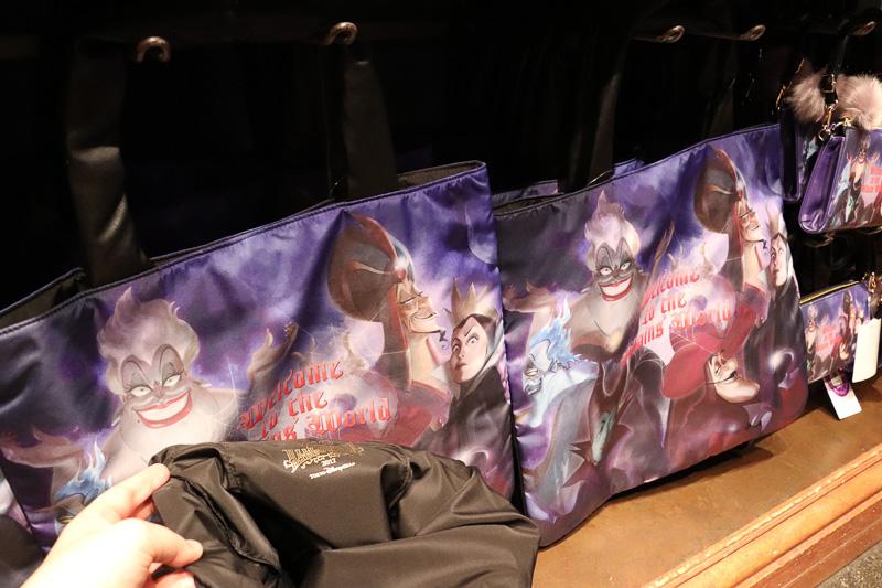 「トートバッグ」(3000円)は高さ約40cm×幅約45cmと大型で軽い。内側は黒の一色