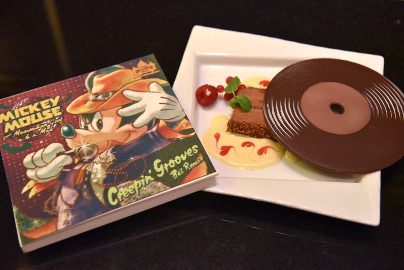 ディズニーアンバサダーホテルの「エンパイア・グリル」のコースで味わえる「チョコレートテリーヌ」