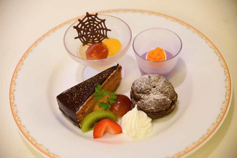 お勧めデザートは「紫芋のパンナコッタ」「パンプキンシュークリーム」「チョコレートケーキ」に「アップル&ジンジャーゼリー」