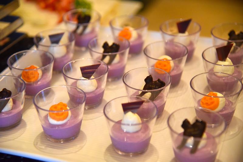 かぼちゃや黒猫チョコレートもキュートな「紫芋のパンナコッタ」
