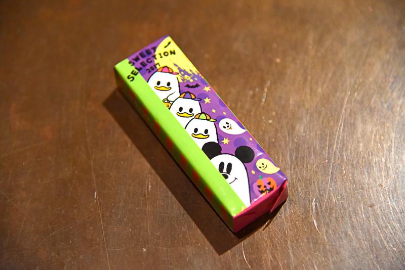 ソフトキャンディ(グリーンアップル味:デザイン1種)は、向こうからこちら側を伺うシーツを被った4キャラクターの眼差しが楽しめる