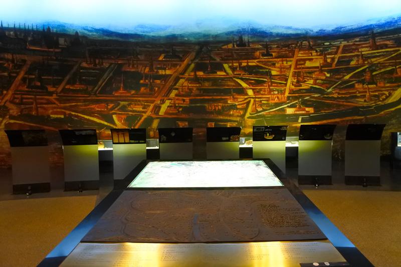 アユタヤ王朝の様子を描いた「ユデア」も拡大展示