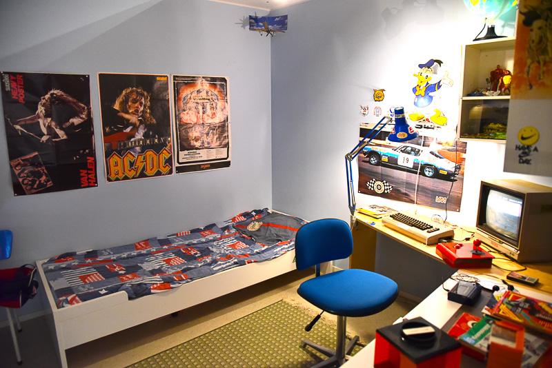 ゲームのある風景や、ゲーマーの部屋を再現。各時代の人気ゲームのプレイが可能