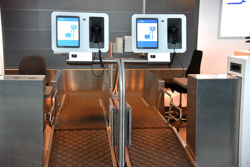 空港で自動チェックイン発券機と手荷物自動預け機を使い時間を短縮できた